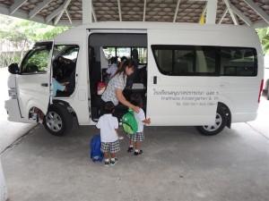 school bus (Medium)